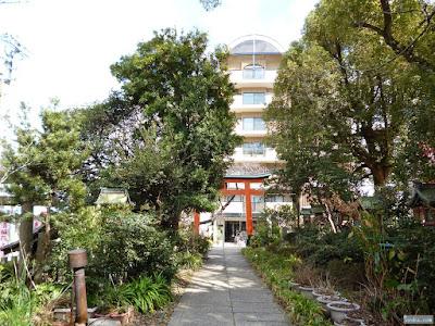 産湯稲荷神社参道