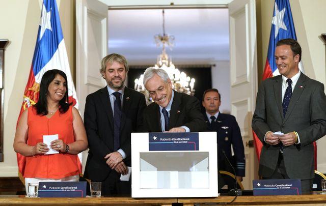 Un 73,9% tiene nada o poca confianza en que Piñera logré superar la crisis social,