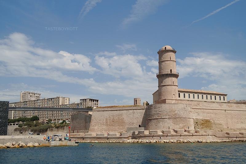 MuCEM and old harbour in Marseille, France // MuCEM und alter Hafen in Marseille