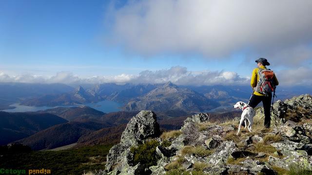 Vistas hacia el embalse de Riaño y el Pico Gilbo en la Montaña de Riaño