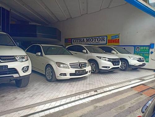 Showroom Mobil Bekas