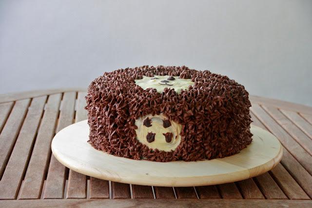 Tarta decorada con bizcocho sin lactosa