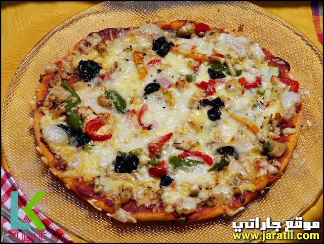 بيتزا الدجاج الحارة واللذيذة وبعجينة حارة