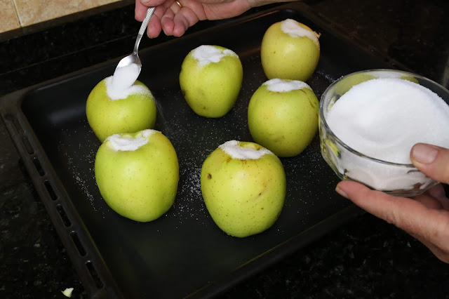 Preparación de manzanas asadas al horno