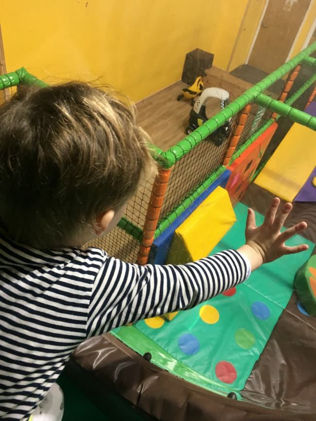 our-weekly-journal-6-feb-2017-toddler-looking-through-window-at-soft-play-below