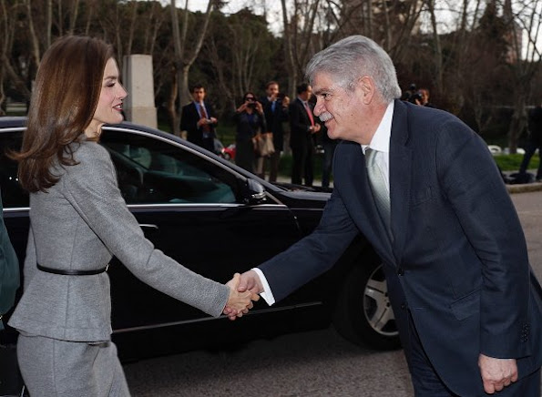 Queen Letizia wore Carolina Herrera cashmere skirt suit, Carried Hugo Boss bag, Queen Letizia wore Prada Toe Pump