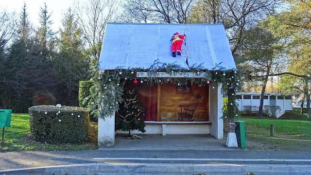 l'abri bus du Clos de la Vigne décoré pour Noël