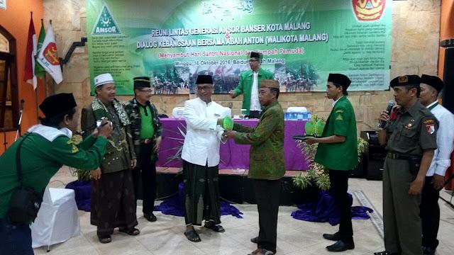Reuni Lintas Generasi Ansor Banser Kota Malang dan Dialog Kebangsaan Bersama Walikota Malang, Mochammad Anton, Menyambut #HariSantri 22 Oktober 2016, di Baiduri Sepah Kota Malang, Minggu (16/10/2016).