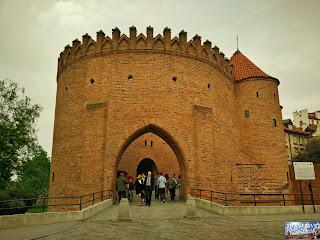 Pologne : Varsovie : Barbakan Warszawski