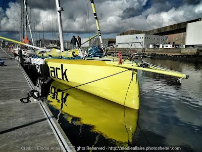 """L'IMOCA dernière génération """"No Way Back"""" est à l'eau à Lorient."""