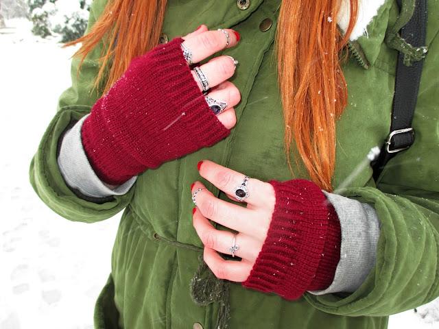 zaful, recenzija, zima, snijeg, topla odjeća, crvena kosa, narančasta kosa, ginger girl, bloger, balkan, moda, stil, warm, rukavice, tople rukavice za zimu, lijepe rukavice, bordo, prsteni, prstenje, rings