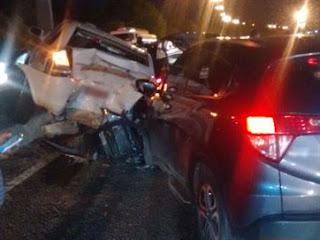 Batida de cinco veículos em trecho da BR-230 deixa duas pessoas feridas