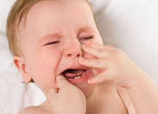 Tips dan Cara Mengatasi Bayi Rewel Saat Tumbuh Gigi