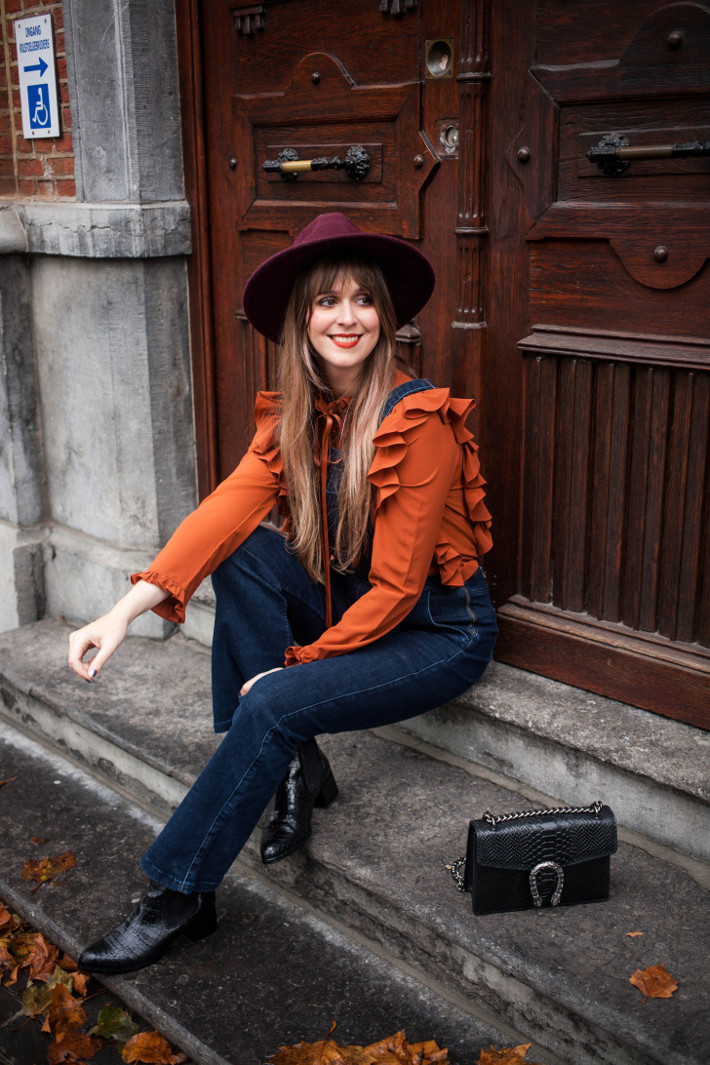 Outfit: autumnal in ruffles, dungarees and wide brim hat
