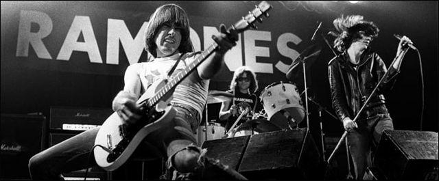 Mosrite blanca: Guitarra Blanca de Johnny Ramone