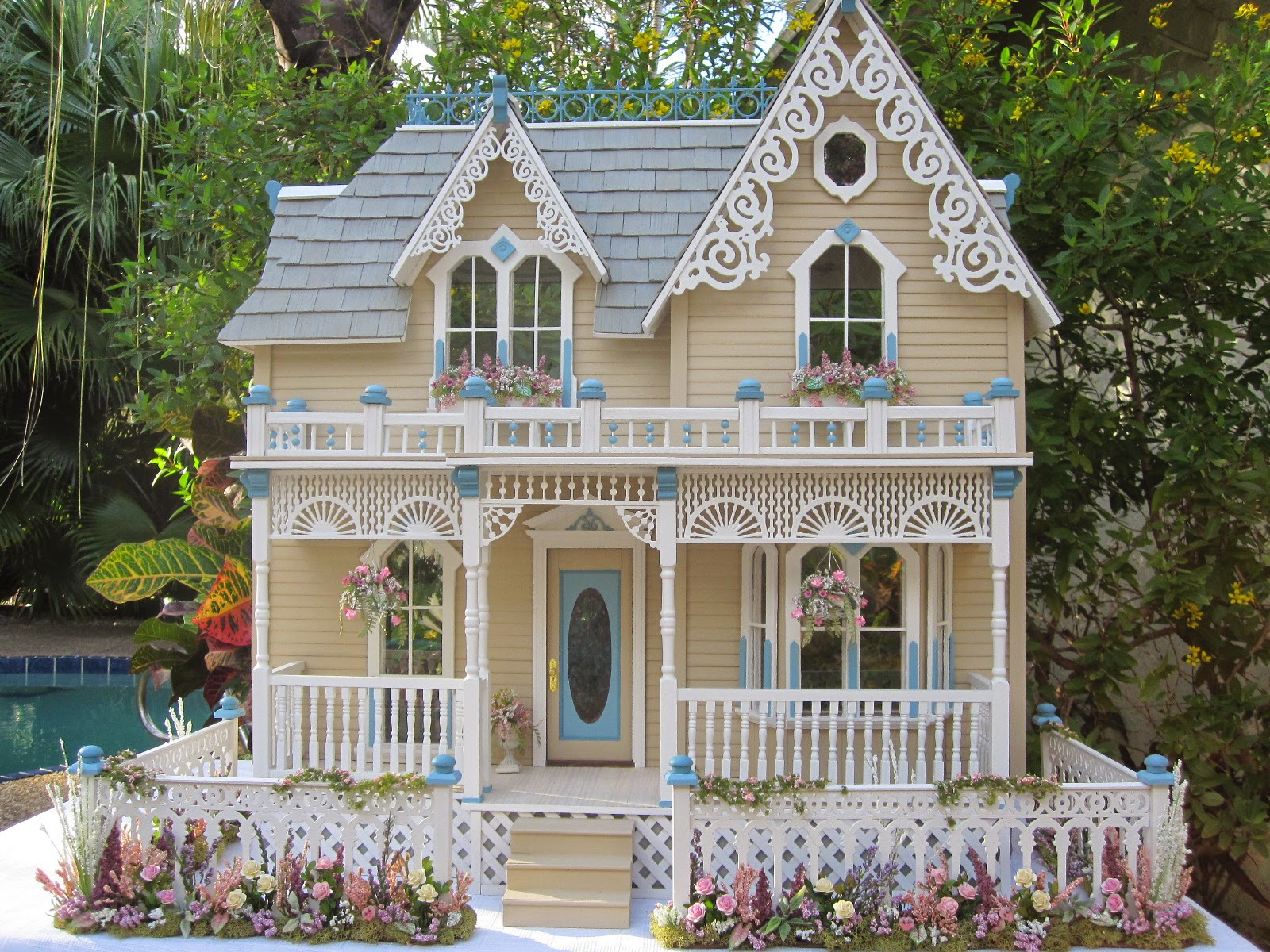 Dollhouses by robin carey the darling house victorian for Home architecture photos