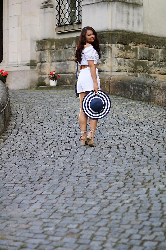 http://www.monikabregula.pl/2017/08/stylizacja-z-kapeluszem.html