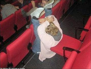 Spaßbilder Krank im Kino einschlafen lustig