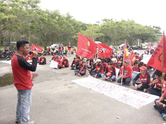 Aksi buruh di Asahan pada peringatan hari buruh.