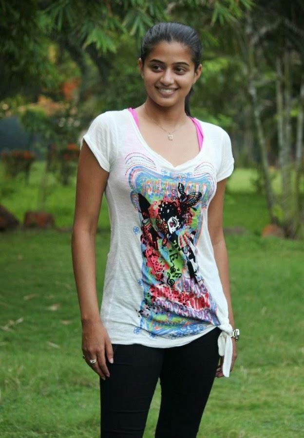Priyamani Cute Photos In T Shirt  Cute Marathi Actresses -8593