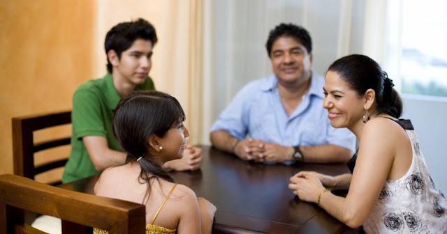 Reunião de família (Imagem: Reprodução/Pai VÍrgula)