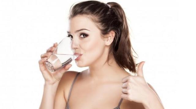 minum air putih 30 menit sebelum makan bikin langsing