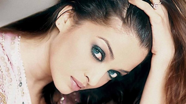 Hot and Sensual Aishwarya rai pictures HD