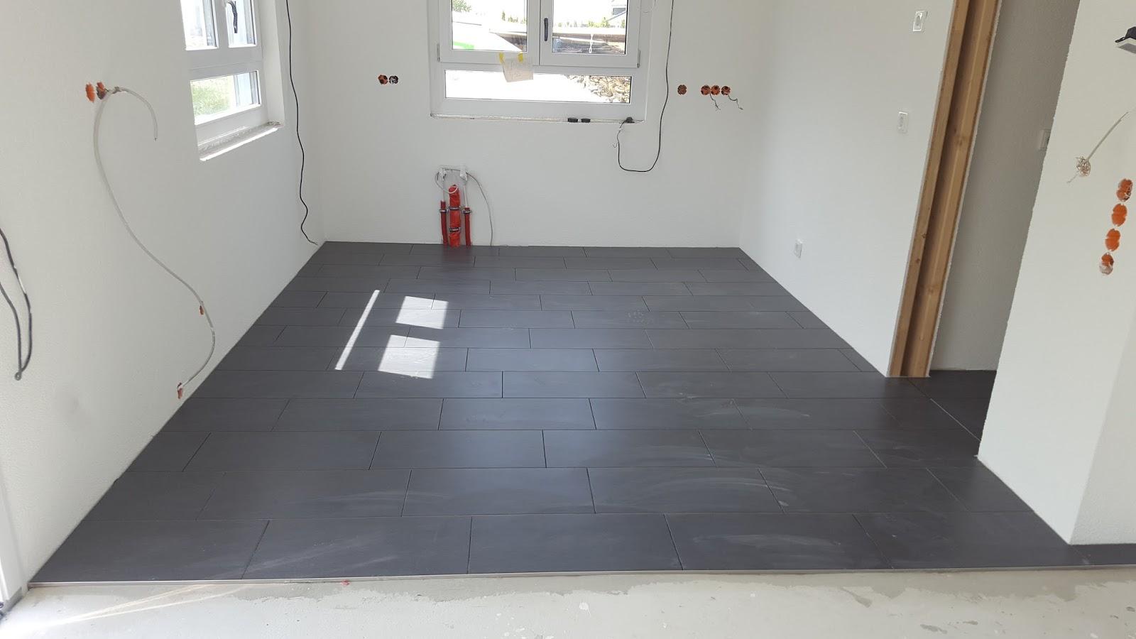 innenausbau teil 16 die bodenfliesen wurden verlegt himbeertraum. Black Bedroom Furniture Sets. Home Design Ideas