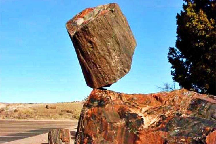 Krişna Tereyağı Kayası bin yıllardır orada ve nasıl oraya geldiği bilinmemektedir.