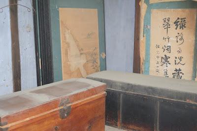 古民家カフェ・ひとつ石の秘密の部屋 長持(ながもち)や襖(ふすま)