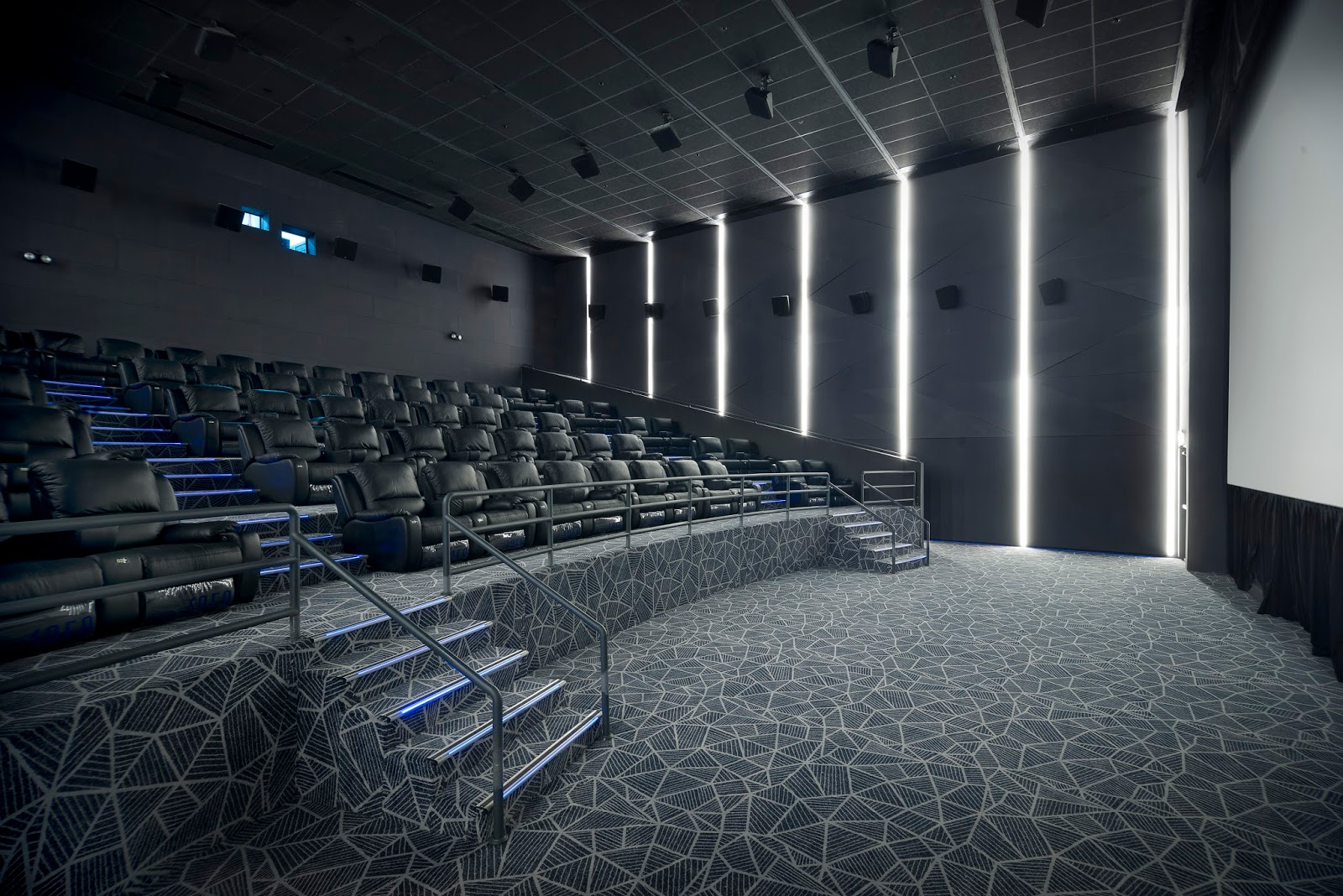 vista posture chair black leather desk chairs evia lifestyle has mx4d cinema aka best ever