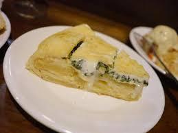 Tortilla rellena de espinacas y queso. Tienda de ultramarinos- bar El Veedor