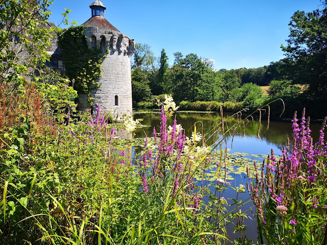 Scotney Castle moat