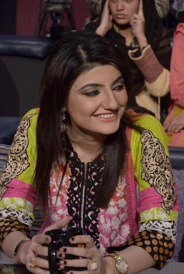 Hot Cute Pakistani Girls Wallpapers-9557