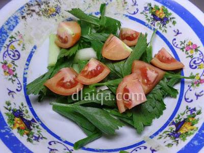 daun bawang, seledri, tomat
