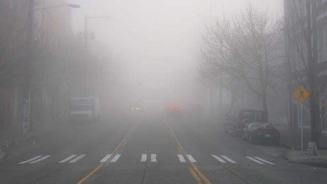 O mau tempo pode tornar a direção perigosa, independentemente de quem estiver no volante. É bem complicado quando se trata de neblina densa; ela torna quase impossível enxergar mais do que alguns metros à frente do veículo. Mas pesquisadores do MIT desenvolveram um novo sistema de imagens que ajudará carros autônomos a enxergarem através da neblina.