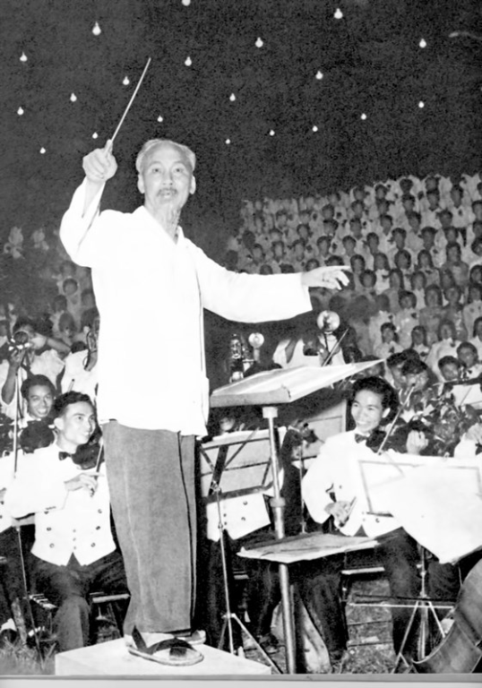 Chi Trung Minh Ho Tan Nguyen Con Cua