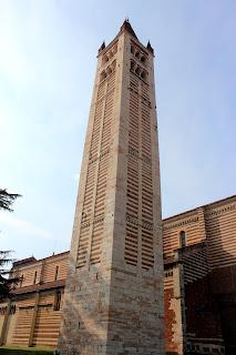 Torre campanario de la iglesia de S. Zeno en Verona