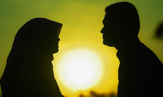 Yang lagi baca postingan ini sambil ngopi Cara Membuat Wanita Jatuh Cinta Tanpa Kelamaan Mikir