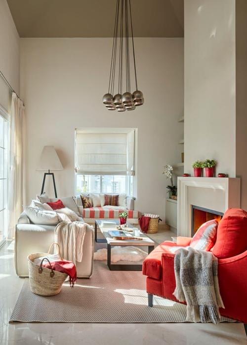 casa decorada en tonos tierra y rojo