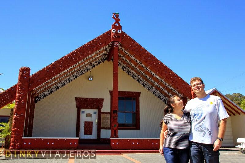 Whakarewarewa. Casa ceremonial maorí (marae)