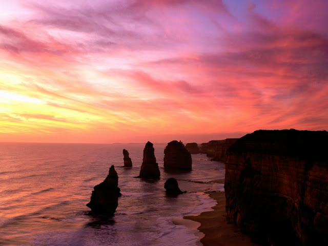 Everbest Images on sunrise first view in Australia the famous Apostles, The Twelve Apostles Victoria Australia East, Australia Twelve Apostles Images and travels