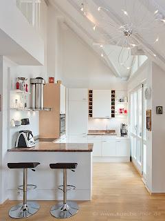 wir renovieren ihre k che licht f r k che und esszimmer b cherregal und wandbord. Black Bedroom Furniture Sets. Home Design Ideas