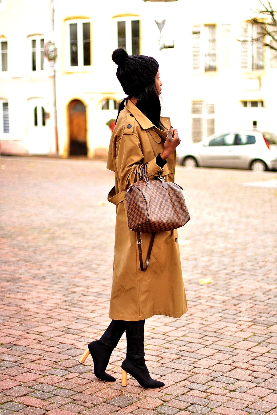 idee-look-bonnet-pompon-trench-sac-louis-vuitton-bottines