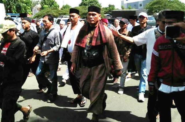 Jawara Bekasi Yang Pernah Tantang GMBI Kini Beri Peringatan Walikota Tentang Gereja St Clara