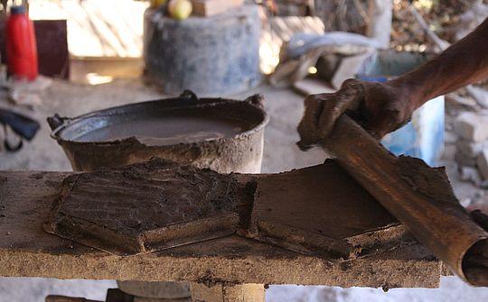 Nivelamento da lajota (Foto Divulgação Iphan)