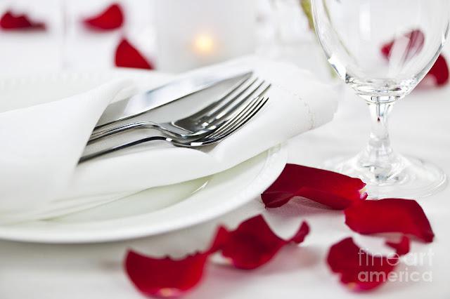 sevgiliye romantik akşam yemeği sürprizi
