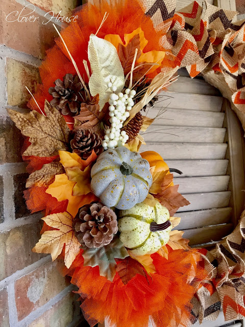 http://ourcloverhouse.blogspot.com/2017/09/chevron-burlap-fall-wreath.html