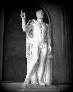 Escultura que me Lembrou Michelangelo na Faculdade de Direito, na Recoleta