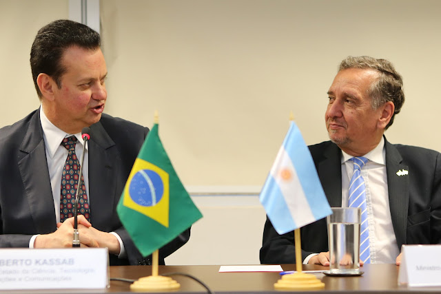 Argentina y Brasil firman acuerdo de cooperación científica